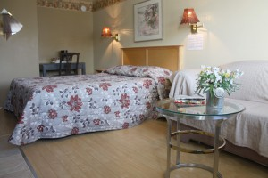 queen-room-wood-floor